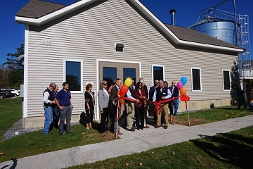 Applgate apartment ribbon cutting